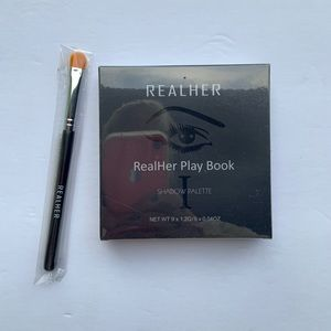 RealHer eyeshadow palette and brush